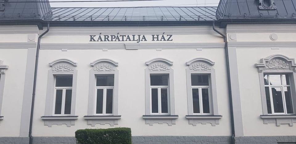 Immár felirat is hirdeti, hogy Kisvárdán működik a Kárpátalja Ház