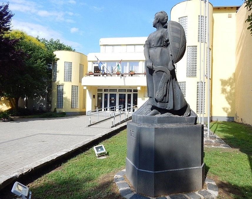 magyar-hazak-bejarat