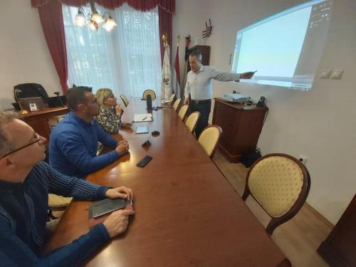 a-magyar-hazak-munkatarsai-a-jelenleg-elerheto-legkomplexebb-interaktiv-online-tavoktatasi-technologia-karpat-medencei-bevezeteset-tervezik-2
