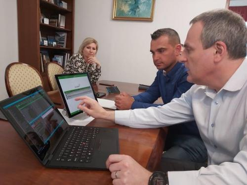 a-magyar-hazak-munkatarsai-a-jelenleg-elerheto-legkomplexebb-interaktiv-online-tavoktatasi-technologia-karpat-medencei-bevezeteset-tervezik-3